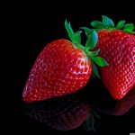 strawberries_on_black_background-wallpaper-2560×1920